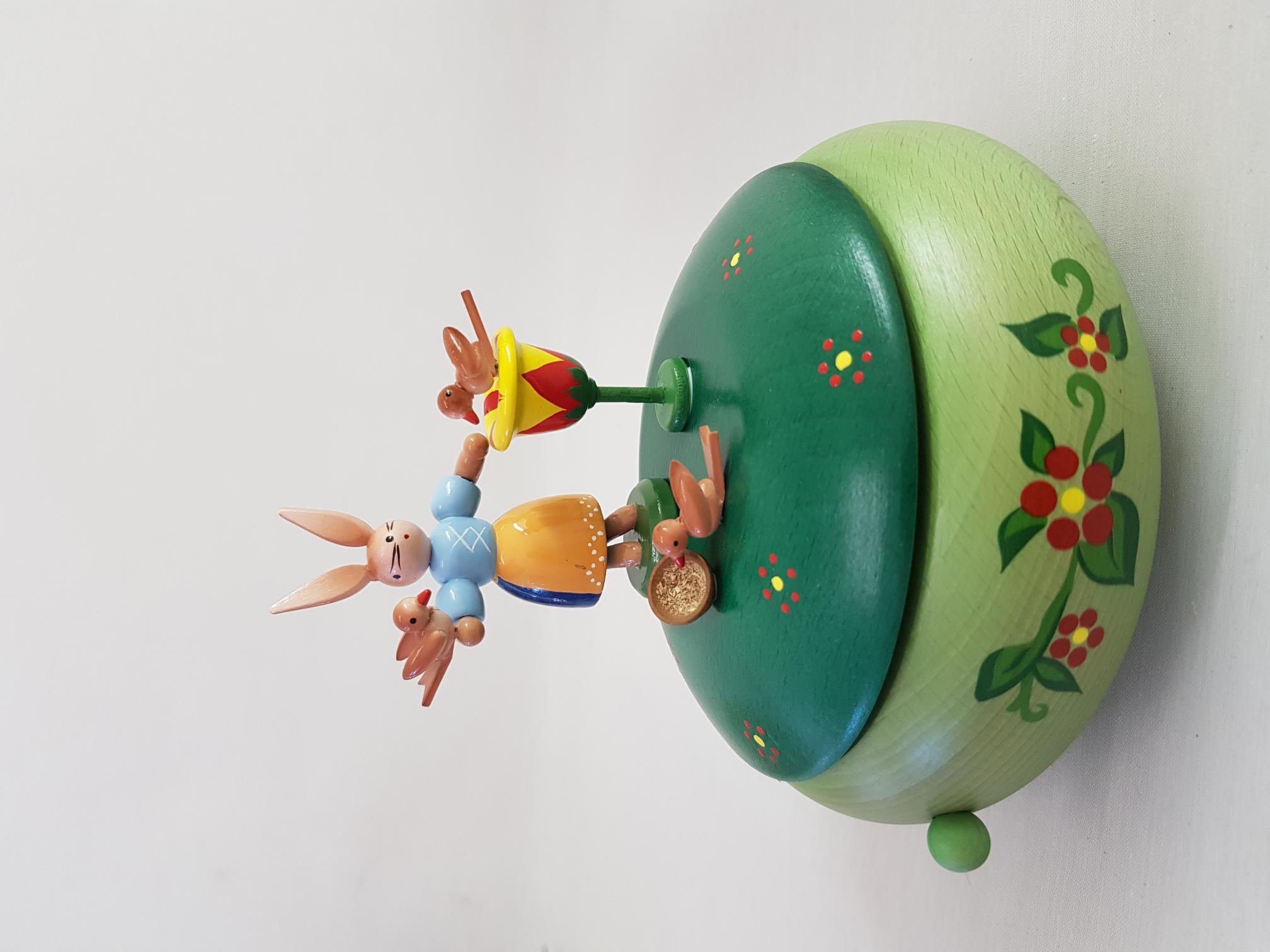 """ESCO Spieldose """"Hasenfrau mit Vögeln"""""""