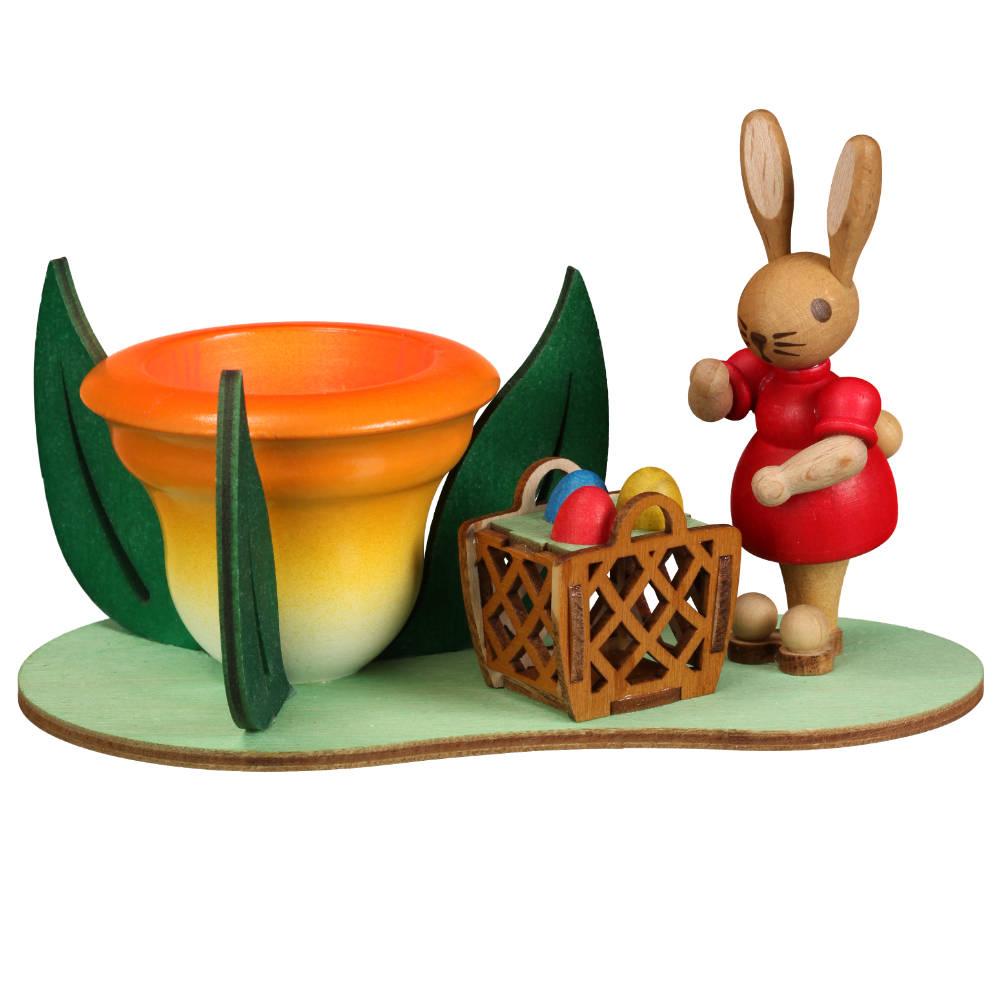 Eierbecher auf Sockel mit Hasenfrau und Körbchen