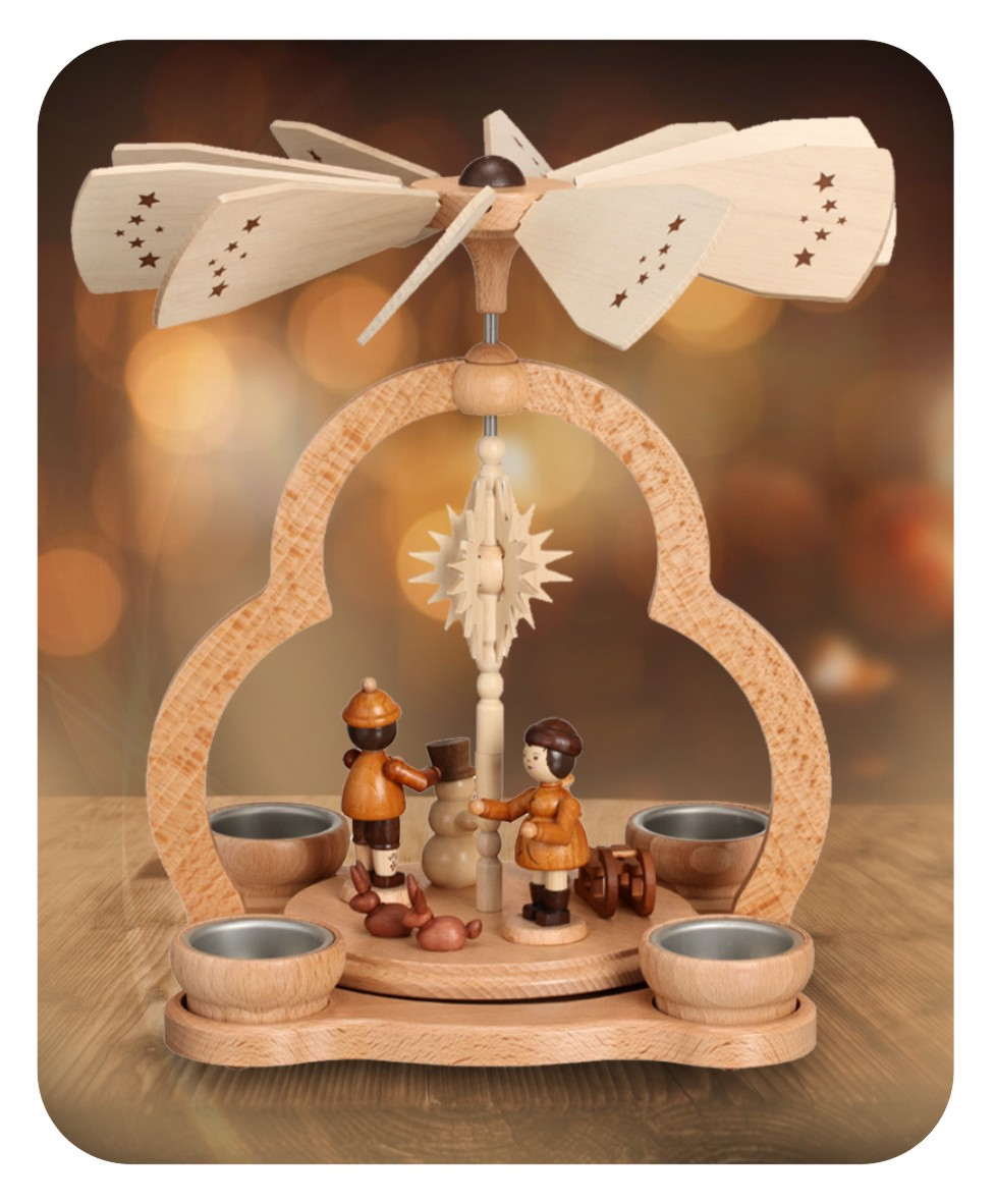 Pyramide mit Winterkindern für vier Teelichter